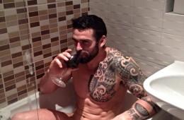MAN CANDY: Stuart Reardon Lathers Up In Bathtub [NSFW]
